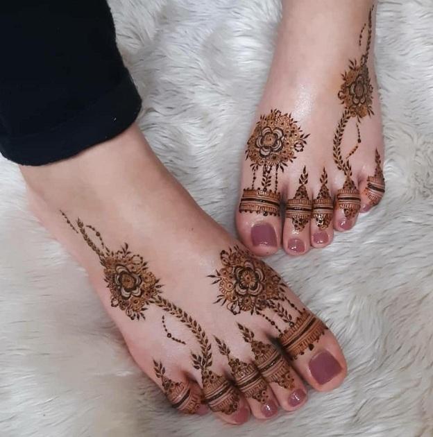 Leg Finger Mehendi Design