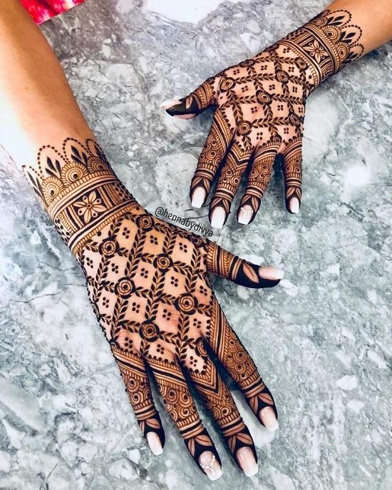 Symmetrical Finger Mehandi Designs