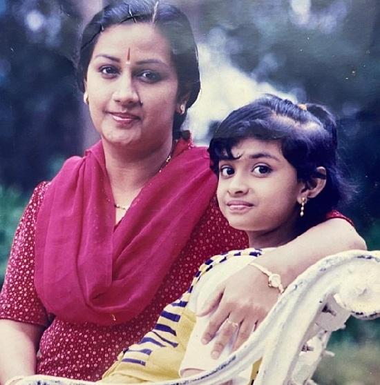 keerthi suresh childhood photos