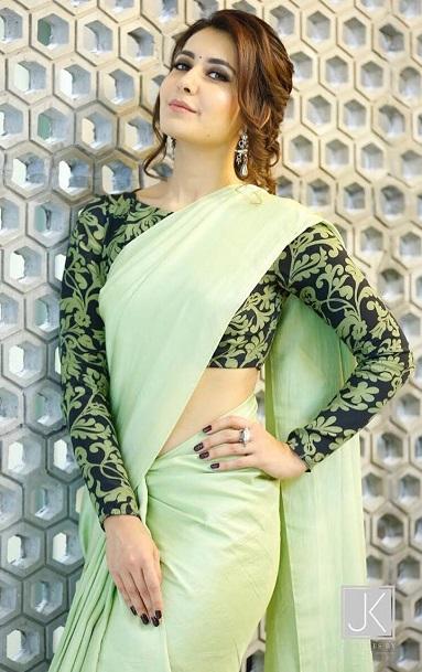 Raashi Khanna Latest Pics In Saree